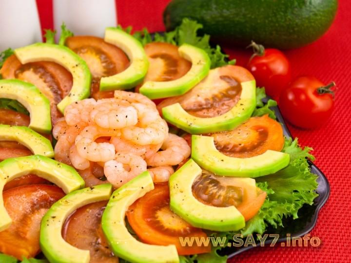 Рецепт Салат с авокадо, креветками и помидорами