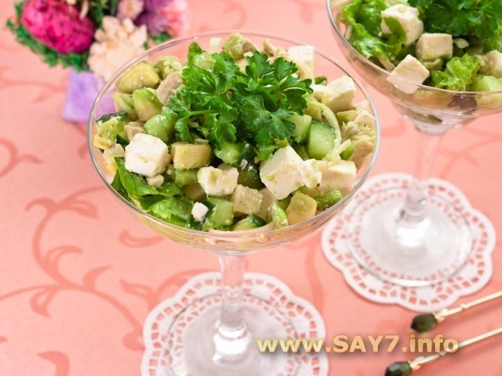Рецепт Салат с авокадо, куриным филе и фетой