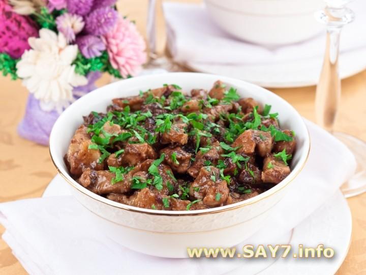 Рецепт Свинина с черносливом, тушенные в пиве