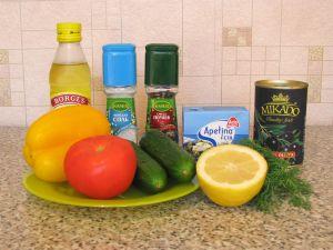 Овощной салат с шариками из феты и маслин. Ингредиенты