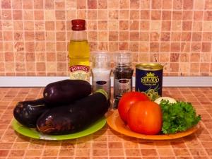 Баклажаны, тушенные с оливками и помидорами. Ингредиенты