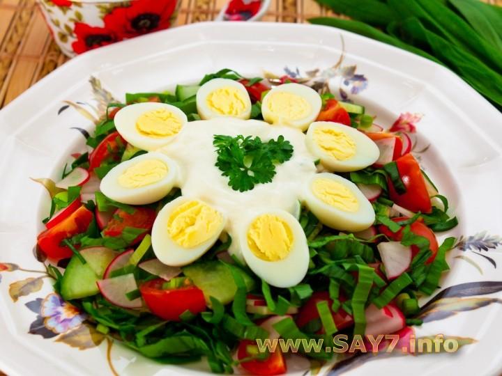Рецепт Салат с черемшой и овощами