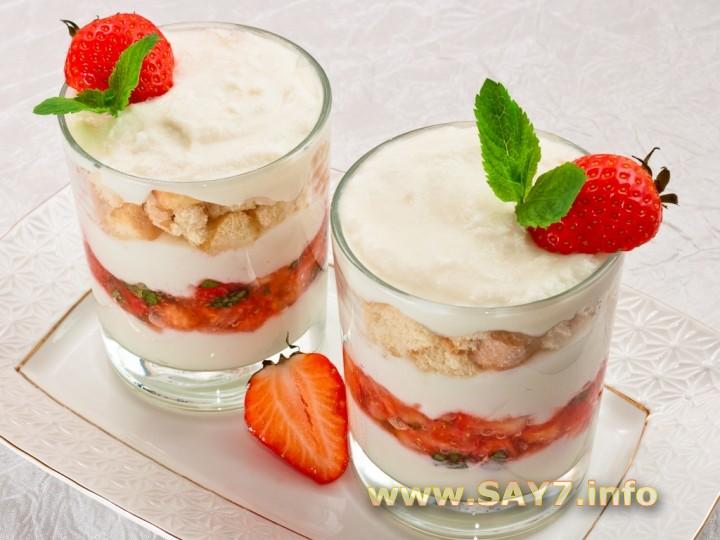 Рецепт Десерт с рикоттой, клубникой и печеньем