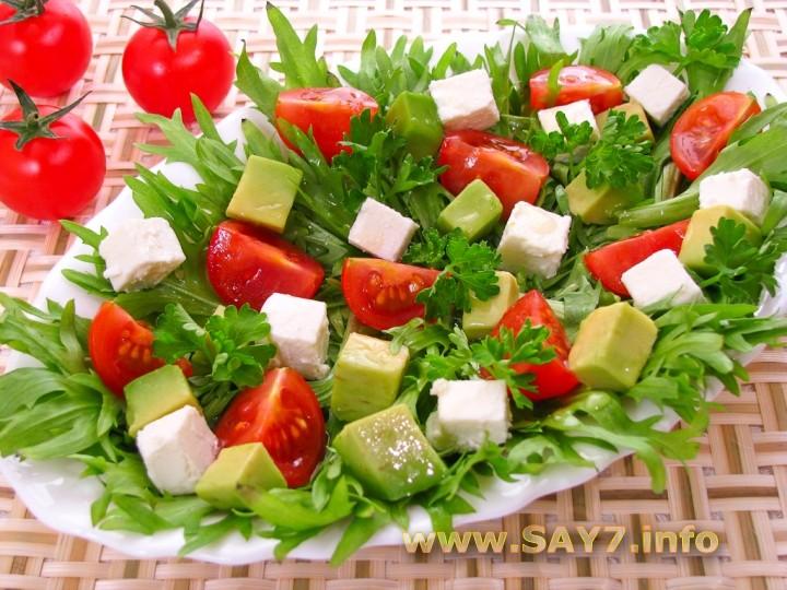 Рецепт Салат с авокадо, помидорами и фетой