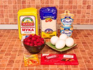 Маффины с малиновым кремом и шоколадом. Ингредиенты