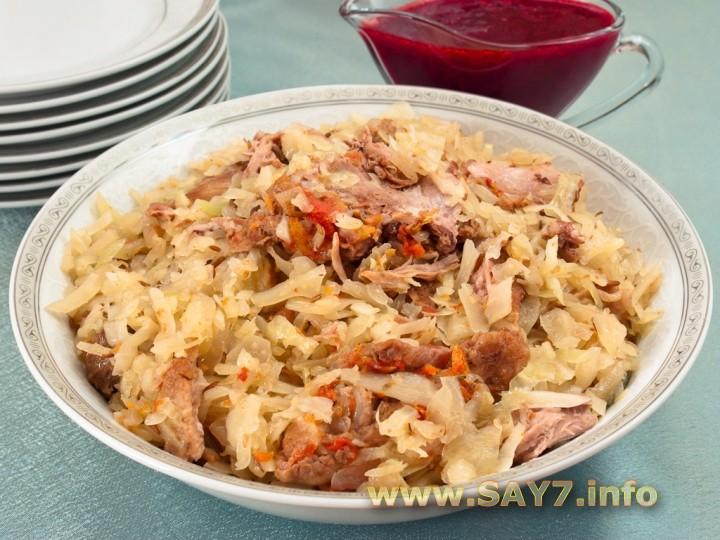 Рецепт Утка, тушенная с капустой и брусничным соусом