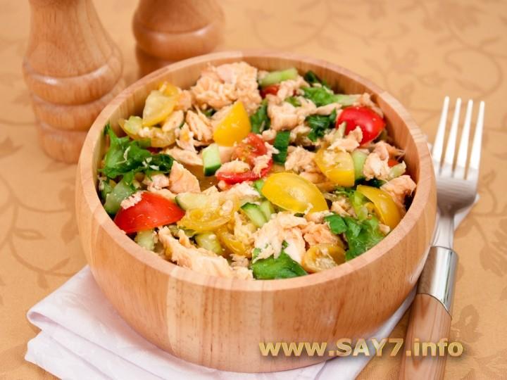 Рецепт Салат с запеченной семгой и овощами