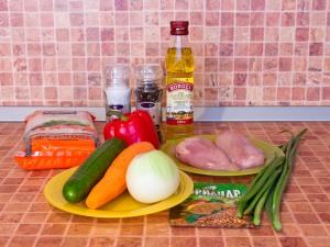 Фунчоза с овощами и куриным филе. Ингредиенты