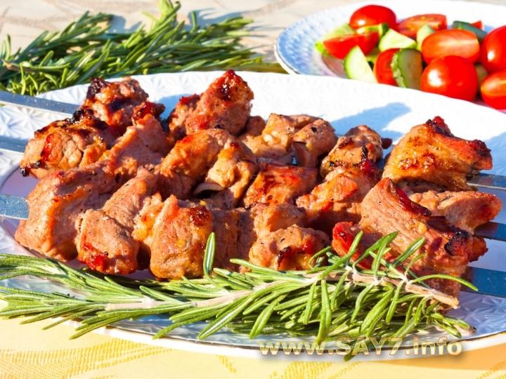 Рецепт Шашлык из свинины, маринованной в помидорах, розмарине и луке