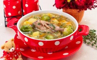 Суп с перепелами, брюссельской капустой и картофелем