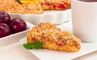 Пирог с фруктами и миндальным штрейзелем