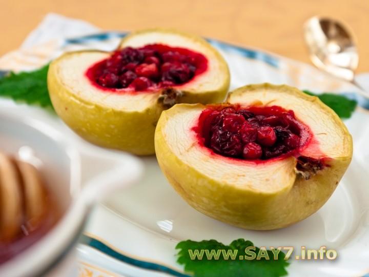 Рецепт Яблоки, запеченные с брусникой и медом