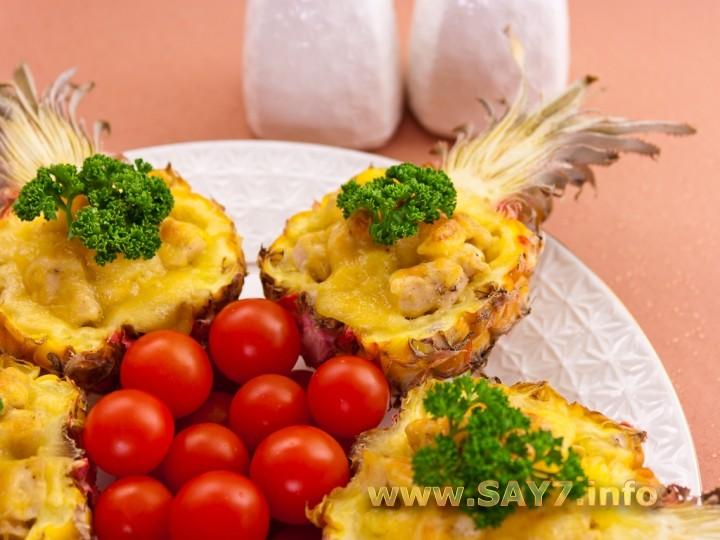 Рецепт Ананасы, фаршированные куриным филе, запеченные под сыром