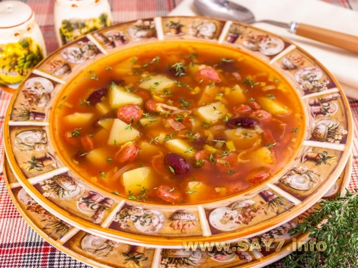Рецепт Томатный суп с охотничьими колбасками и фасолью