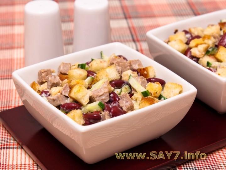 Рецепт Салат с фасолью, говядиной и сухариками