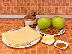 Рулет из слоеного теста с яблоками и орехами а-ля Штрудель. Ингредиенты