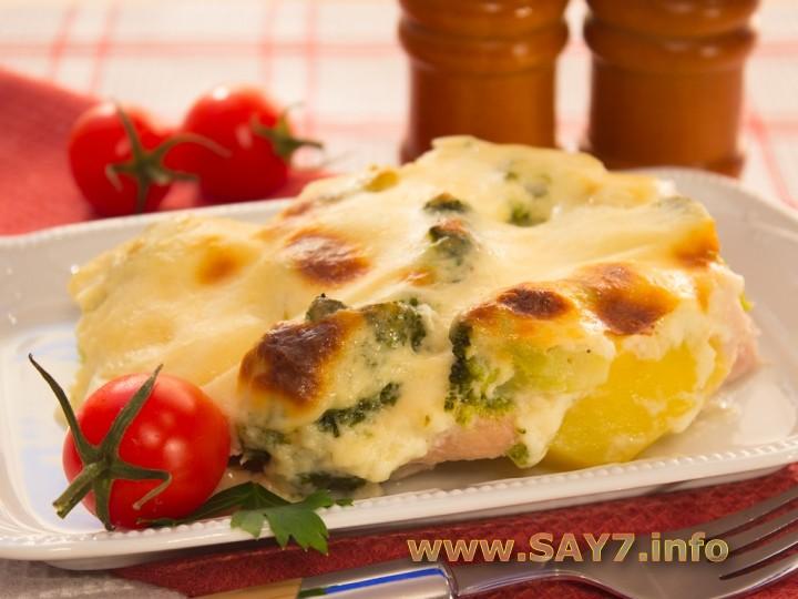 Запеканка с индейкой, брокколи и картофелем под соусом Бешамель
