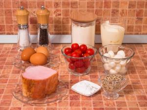 Пирог с окороком, помидорами и сыром. Ингредиенты
