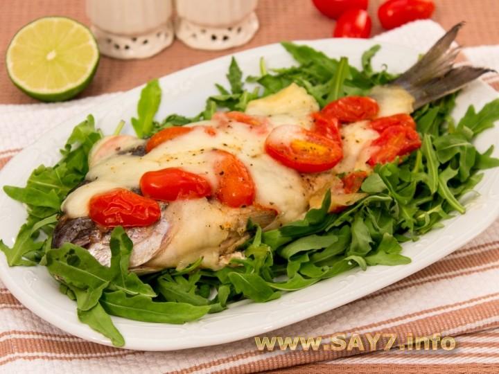 Рецепт Дорада, жаренная с помидорами и моцареллой