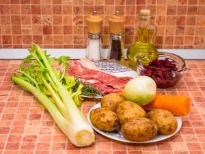 Суп с беконом, сельдереем и фасолью. Ингредиенты