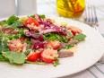 Салат с мясом, кускусом и черри