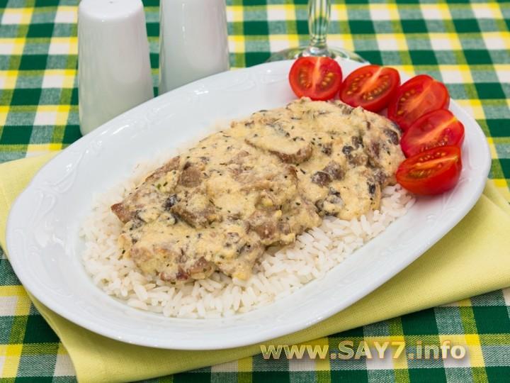 Рецепт Свинина с грибами в сливочно-сырном соусе