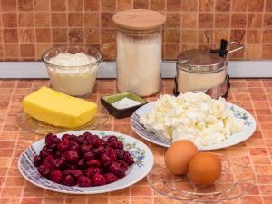 Пирог с творожно-вишневым кремом. Ингредиенты