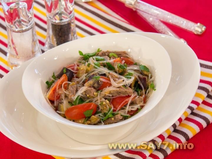 Рецепт Салат с баклажанами, фунчозой и говядиной