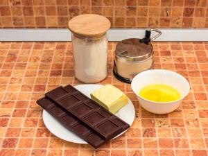 Кексы с жидким шоколадом внутри в формочках