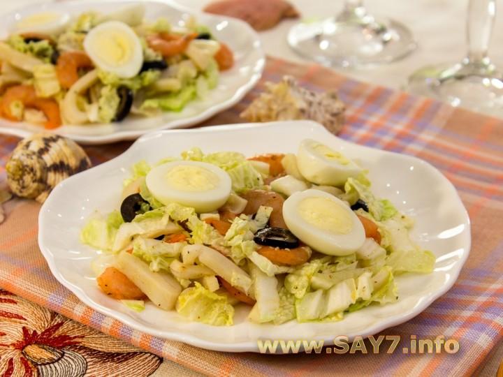 Рецепт Салат с кальмарами, креветками и пекинской капустой