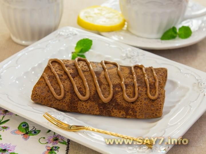 Шоколадные блинчики с бананами и орехами