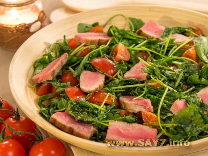 Рецепт Салат с тунцом, рукколой и черри