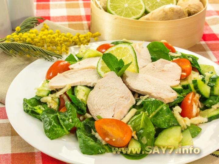 Рецепт Салат с сельдереем, шпинатом и куриным филе