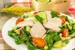 Салат с сельдереем, шпинатом и куриным филе