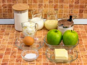 Яблочный пирог с нежным кремом. Ингредиенты