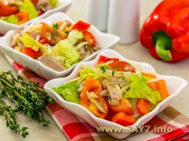 Рецепт Салат с говядиной, кольраби и помидорами