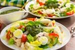 Салат с индейкой, дайконом и песто