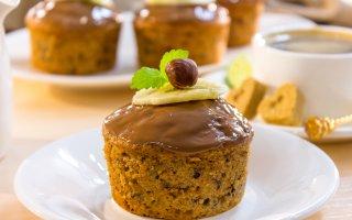 Шоколадные кексы с бананами и фундуком