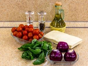 Тарты с помидорами и луком. Ингредиенты