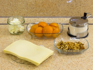Конвертики из слоеного теста с фаршированными абрикосами. Ингредиенты