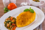 Куриное филе в сырной корочке с томатным соусом