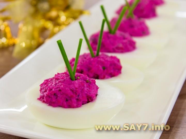яйца фаршированные свеклой с селедкой