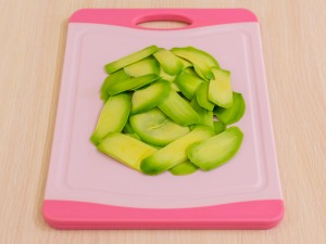 1112 0534glq 2386 p Рецепт: Закусочные пирожные из слоеного теста, форели и авокадо
