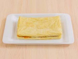1112 0934glq 2410 p Рецепт: Закусочные пирожные из слоеного теста, форели и авокадо