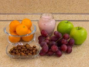 1137 010023mnc 5648 p Рецепт: Фруктовый салат с фундуком и йогуртом
