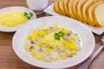 Суп с грибами, куриным филе и сливками