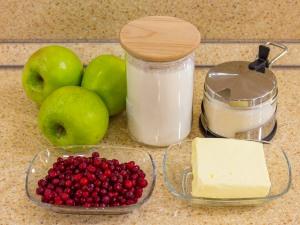 1147 01004616w 7383 p Рецепт: Крамбл с яблоками и брусникой