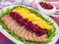 Утиное филе с айвой под луково-брусничным соусом