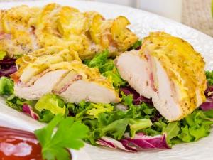 1192 011232pq 3812 p Рецепт: Куриное филе, запеченное с беконом и яблоками