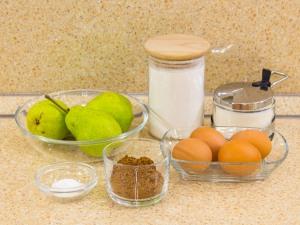 1210 010059q8v 4992 p Рецепт: Шоколадная шарлотка с грушей